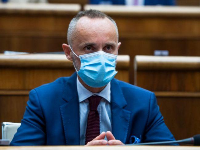 Tomáš Valášek navrhuje dva zákony, ktoré riešia sociálnu a platovú diskrimináciu