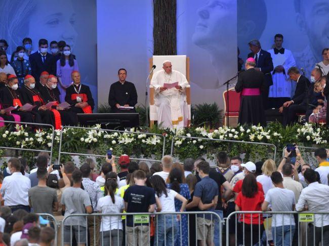 Pápeža Františka vítalo na košickom štadióne vyše 20.000 ľudí