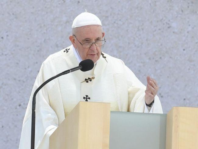 Pápež sa rozlúčil so Slovenskom, nosím vás všetkých v srdci, odkázal