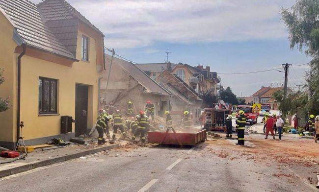 Výbuch rodinného domu si vyžiadal životy dvoch hasičov