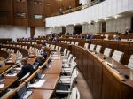 Rokovania v parlamente sa zúčastnilo asi len 10 poslancov, viacero bodov prepadlo