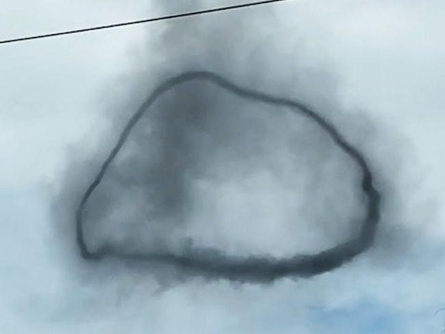 Video: Na oblohe sa objavil tajomný čierny prstenec