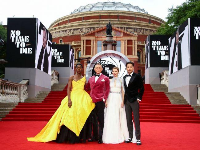 Nová bondovka má za sebou svetovú premiéru, Craig sa lúči s úlohou 007