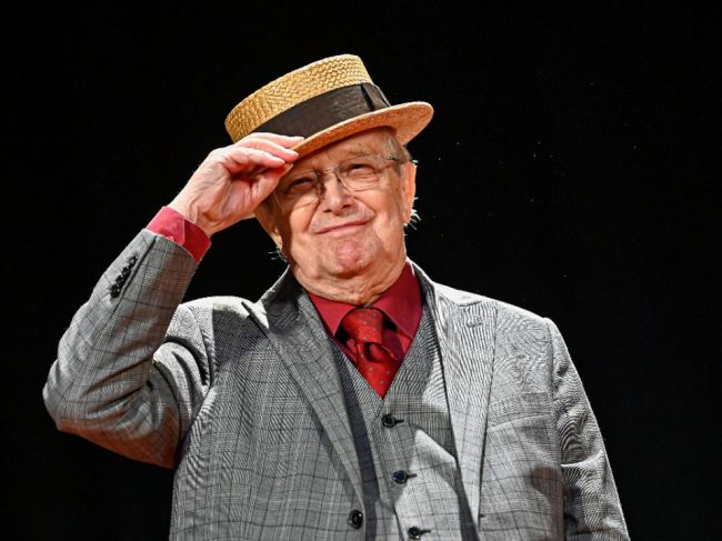 Legendárny umelec a zakladateľ Semaforu Jiří Suchý jubiluje