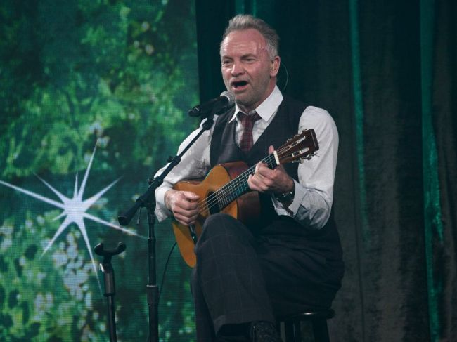Britský spevák a skladateľ Sting oslavuje okrúhle narodeniny