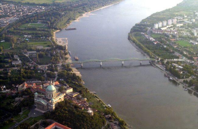 Pripomíname si most cez Dunaj i televíznu šou kozmonautov
