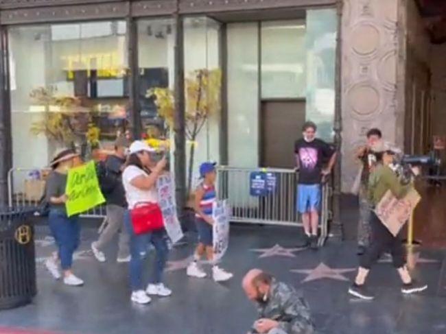 Video: Bezdomovec zničil argumenty antivaxerov len šiestimi slovami