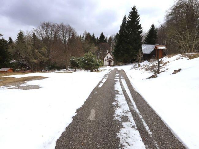 SHMÚ varuje pred snežením, niektoré okresy potrápi do štvrtkového rána
