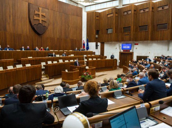 Rozpočet: Prezidentka i NRSR by si mali budúci rok finančne polepšiť, Úrad vlády výrazne