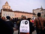 Taliansko sa postavilo na odpor, v mestách vypukli protesty proti covidpasom