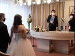 V čiernych okresoch sa ľudia na svadbách ani večierkoch už nezabavia
