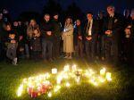 Británia: Stovky ľudí so sviecami vzdali hold zavraždenému poslancovi