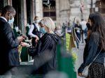 Dolná komora francúzskeho parlamentu odobrila predĺženie používania covidpasov
