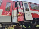 Náhradný vlak narazil do vlaku, ktorý mal pre poruchu odtiahnuť