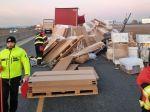 Na diaľnici D1 havaroval kamión
